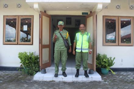 Penjaga Keamanan Kantor Desa Mulyodadi oleh Linmas Desa dimulai hari ini..
