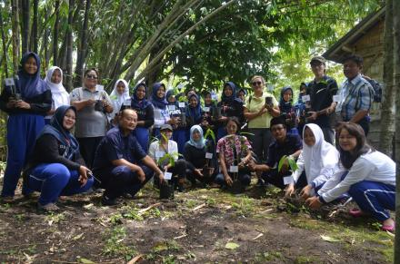 "Penanaman Pohon Gayam ""Go Green to Our Future"""