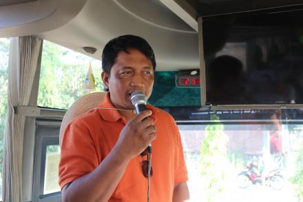Bapak Lurah Desa Mulyodadi memimpin doa sebelum be